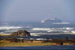 Giải cứu du thuyền chở 1.373 người bị hỏng máy ngoài khơi Na Uy