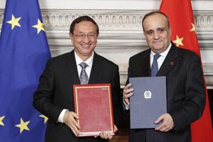 Nồng ấm quan hệ Italy - Trung Quốc qua bàn giao hơn 800 cổ vật