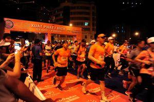 Tiền Phong Marathon 2019: Tranh đua lúc rạng đông