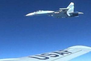 Chỉ trong 24 giờ, tiêm kích Su-27 hai lần hộ tống máy bay ném bom Mỹ