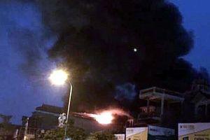 Hà Nội: Nhà 5 tầng bốc cháy dữ dội, 1 người mắc kẹt tử vong
