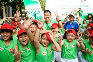 Ấn tượng màn trình diễn của 2000 học sinh Tp Hồ Chí Minh tham gia Ngày chạy Olymp sức khỏe toàn dân