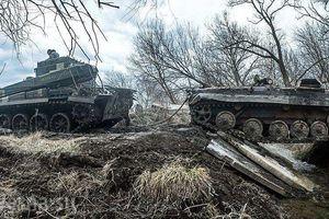 Xe thiết giáp Ukraina trúng mìn trên vùng Donbass
