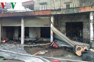 Chập điện gây cháy lớn thiêu rụi 3 ki-ốt ở chợ Hỗ, Hải Phòng