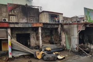 Hải Phòng: Cháy lớn thiêu rụi 4 căn nhà gây thiệt hại hàng tỉ đồng
