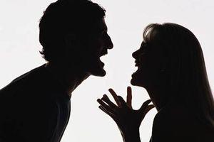 Chồng nổi giận tát tôi vì 'tội' xúc phạm người yêu cũ của anh ấy