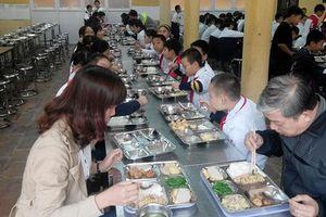 Nỗi lo thực phẩm bẩn vào trường học