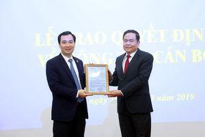 Chủ tịch Ủy ban TƯ MTTQ Việt Nam trao quyết định bổ nhiệm cán bộ