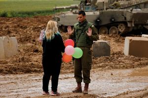 Sự kiện trong tuần qua ảnh (17-24/3): IS 'trắng tay' ở Syria và binh sĩ Israel được tặng bóng bay