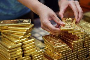 Giá vàng hôm nay 25/3: Đồng USD giữ phục hồi, giá vàng vẫn phi mã