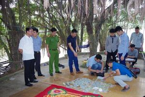 Hưng Yên: 42 con bạc nhảy sông định 'tẩu thoát' bị cảnh sát bắt giữ