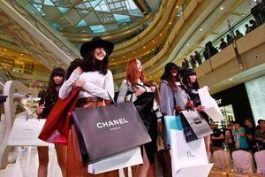 Người Việt ngày càng 'bạo chi' du lịch nước ngoài để mua 'hàng hiệu'