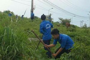 Ra quân dọn sạch đường làng ngõ xóm