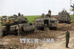 Israel dùng xe tăng pháo kích Hamas tại Gaza