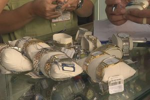 Phát hiện hơn 500 chiếc đồng hồ giả các thương hiệu Rolex, Tissot…