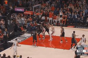Pha nhảy lên ghi điểm dẫn đến gãy chân của cầu thủ tại NBA