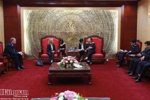 Tổng cục trưởng Nguyễn Văn Cẩn tiếp xã giao Hải quan Hoàng gia Anh