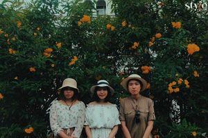 Mê mẩn mùa hoa huỳnh liên nở vàng bên đường tàu ở Sài Gòn