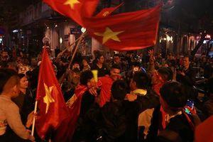 U23 Việt Nam thắng đậm Thái Lan, người dân đổ ra đường ăn mừng
