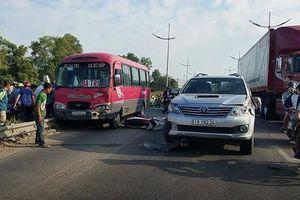 Va chạm trên đường dẫn cao tốc TPHCM-Trung Lương, 2 cha con thương vong