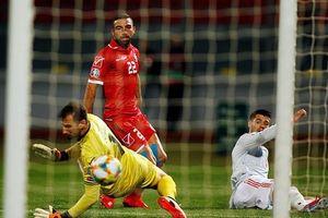 Morata lập cú đúp, Tây Ban Nha dẫn đầu bảng F
