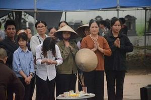 Nỗi đau chồng chất ở thôn có 7 người thiệt mạng vụ xe khách đâm vào đám tang