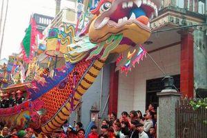 Hàng nghìn người chen chân ở Lễ hội Cầu Ngư lớn nhất xứ Thanh