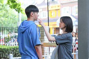 'Thanh xuân đấu': Phản ánh đúng hiện thực, cặp đôi Hướng Thông hết sức ngọt ngào