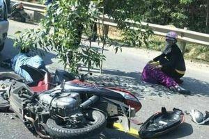 Xe khách đâm nát xe máy trên đường tránh, 2 người bị thương nặng