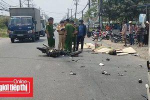 Hai vợ chồng tử vong sau cú đối đầu với xe tải