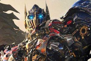 Được đặt tên theo robot vì bố là fan ruột phim Transformers