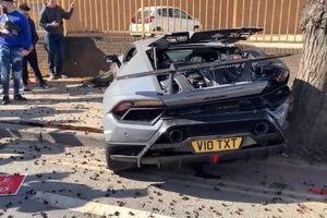 Sau màn khoe xe lỗi, Lamborghini Huracan Performante bị đâm hỏng nặng