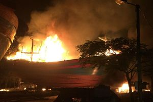 2 tàu cá bị thiêu rụi trong đêm, thiệt hại hàng tỉ đồng