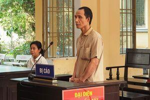 Anh trai đâm chết em ruột, lãnh án 7 năm tù