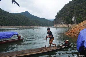 Cận cảnh cuộc sống của những 'Rô - bin - xơn' trên lòng hồ thủy điện Bản Vẽ