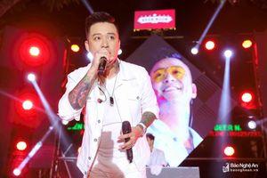 Ca sĩ Tuấn Hưng khuấy động đêm nhạc tại BEER NGON Thành Vinh