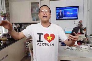MC Lại Văn Sâm ngẫu hứng 'chế lời' Tóc em đuôi gà hát tặng HLV Park Hang Seo