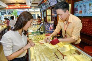 Giá vàng thế giới nhích lên sát đỉnh 1 tháng