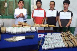 Bắt 4 đối tượng người Lào vận chuyển hơn 100 nghìn viên ma túy