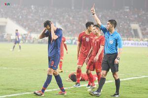U23 Thái Lan về nước, 'tội đồ' Suphachai xin người hâm mộ tha thứ