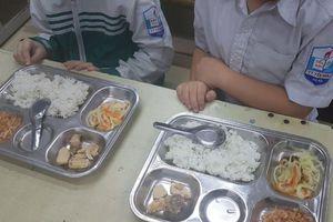 Trường Tiểu học thị trấn Yên Viên: Cần kiểm tra suất ăn của học sinh