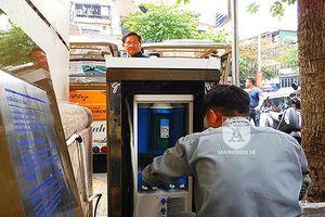 Tận mắt quy trình 'chăm sóc' vòi nước sạch đầu tiên ở Thủ đô