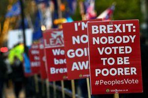 Những khẩu hiệu đòi chấm dứt Brexit trên đường phố nước Anh