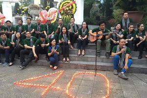 Đoàn đại biểu hành trình 'Tháng ba biên giới' dâng hương Nghĩa trang liệt sĩ Vị Xuyên