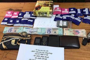 Cảnh sát giao thông quật ngã đối tượng ma túy bỏ xe chạy trốn