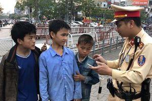 Giúp đỡ 3 cháu bé người dân tộc bỏ nhà đi bị lạc ở Hà Nội quay về gia đình