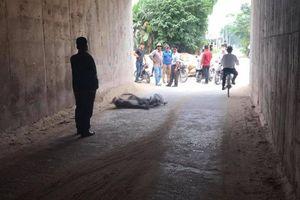 Truy tìm ô tô nghi tông chết người đàn ông đi xe đạp rồi bỏ trốn ở Hà Nội