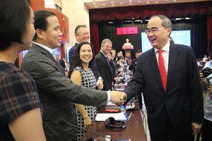 Thành phố Hồ Chí Minh: Cải thiện chính sách để thu hút nhà đầu tư ngoại