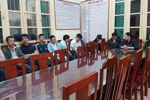 Xử lý 12 đối tượng chèo kéo khách đi taxi 'dù' ở Sân bay Quốc tế Nội Bài