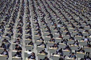 Một nghìn lẻ một kiểu chống gian lận thi cử ở các trường học thế giới